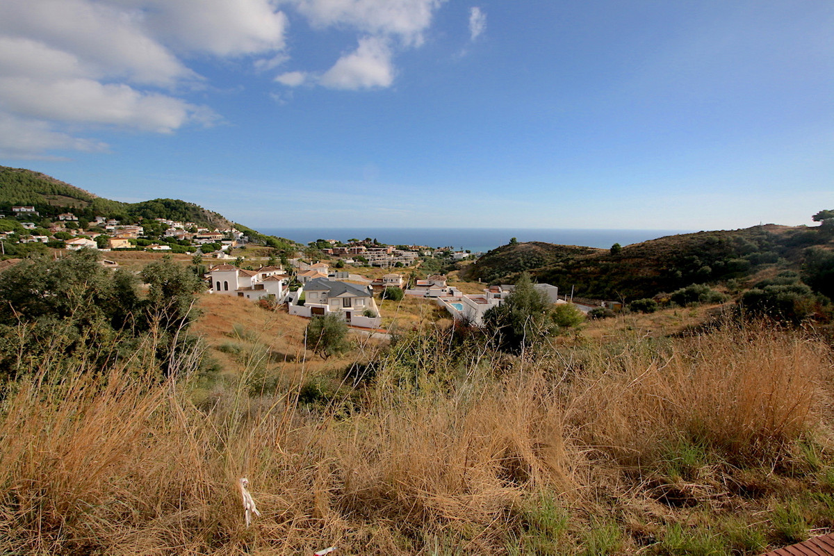 Building plot of 715 m2 in Mijas, with the project to build a very nice modern villa, partly flat pl, Spain