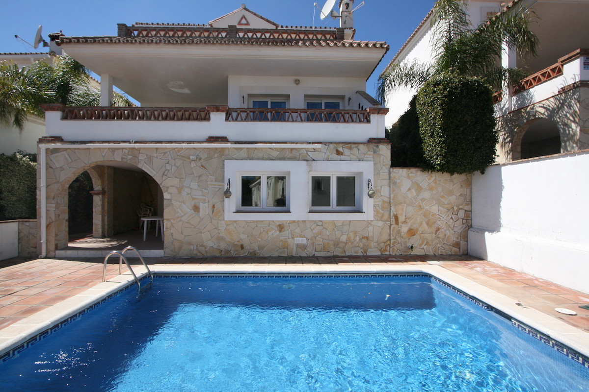 Spacious villa in a good area of the Coto, residential and quiet, a few minutes from downtown of Fue, Spain