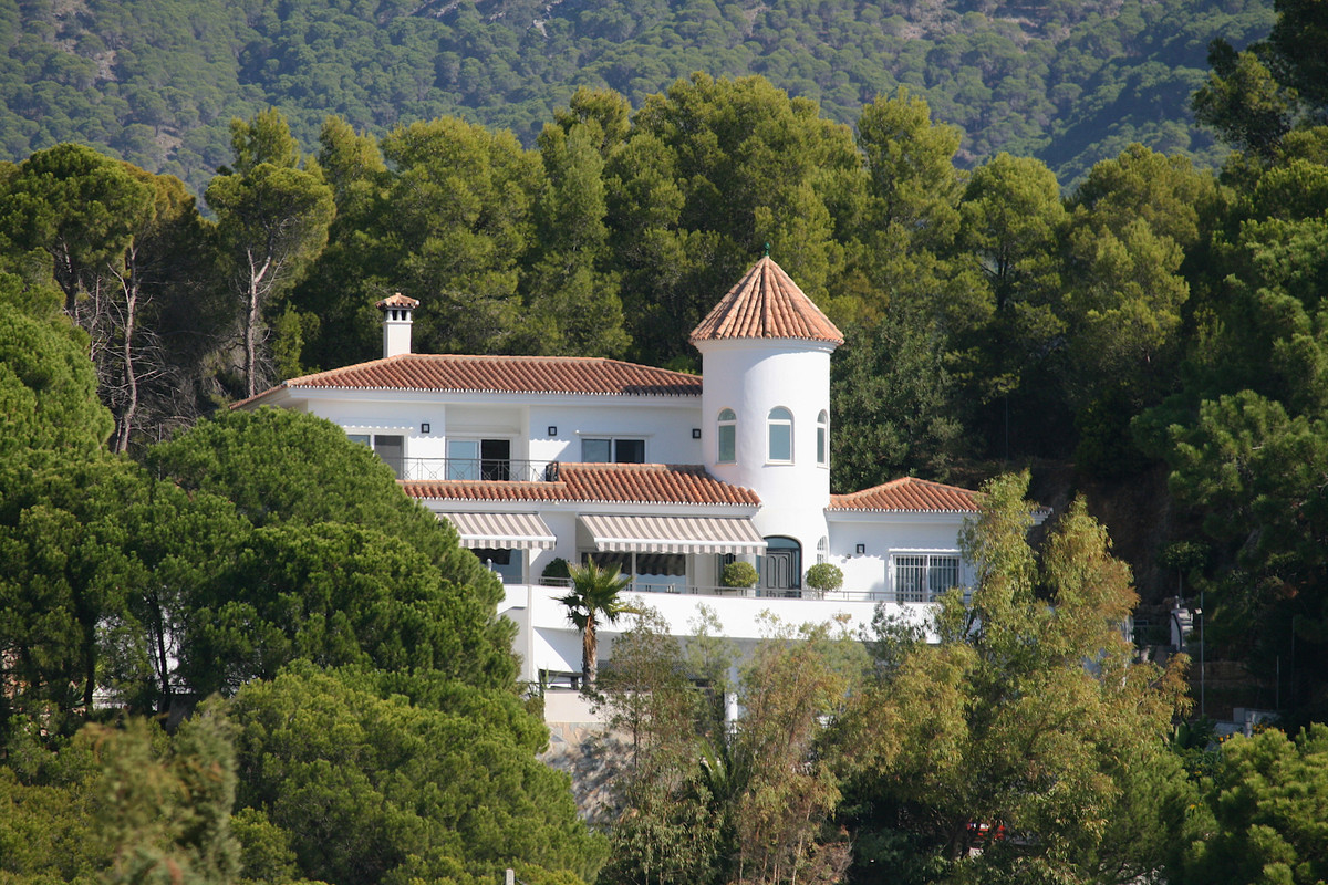 Fantastic villa with breathtaking views to the sea, mountains and Mijas Pueblo. The property consist,Spain