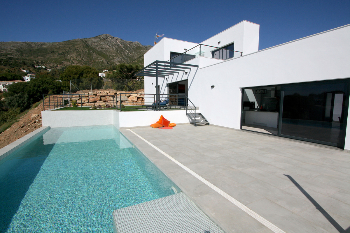 Villa 5 Dormitorios en Venta Valtocado