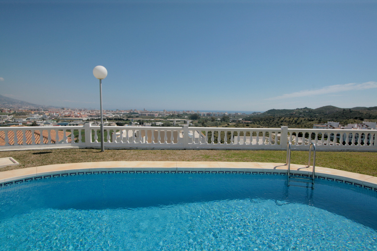 This charming villa is built in a very quiet area in Mijas Costa, only a few minutes drive from Fuen,Spain