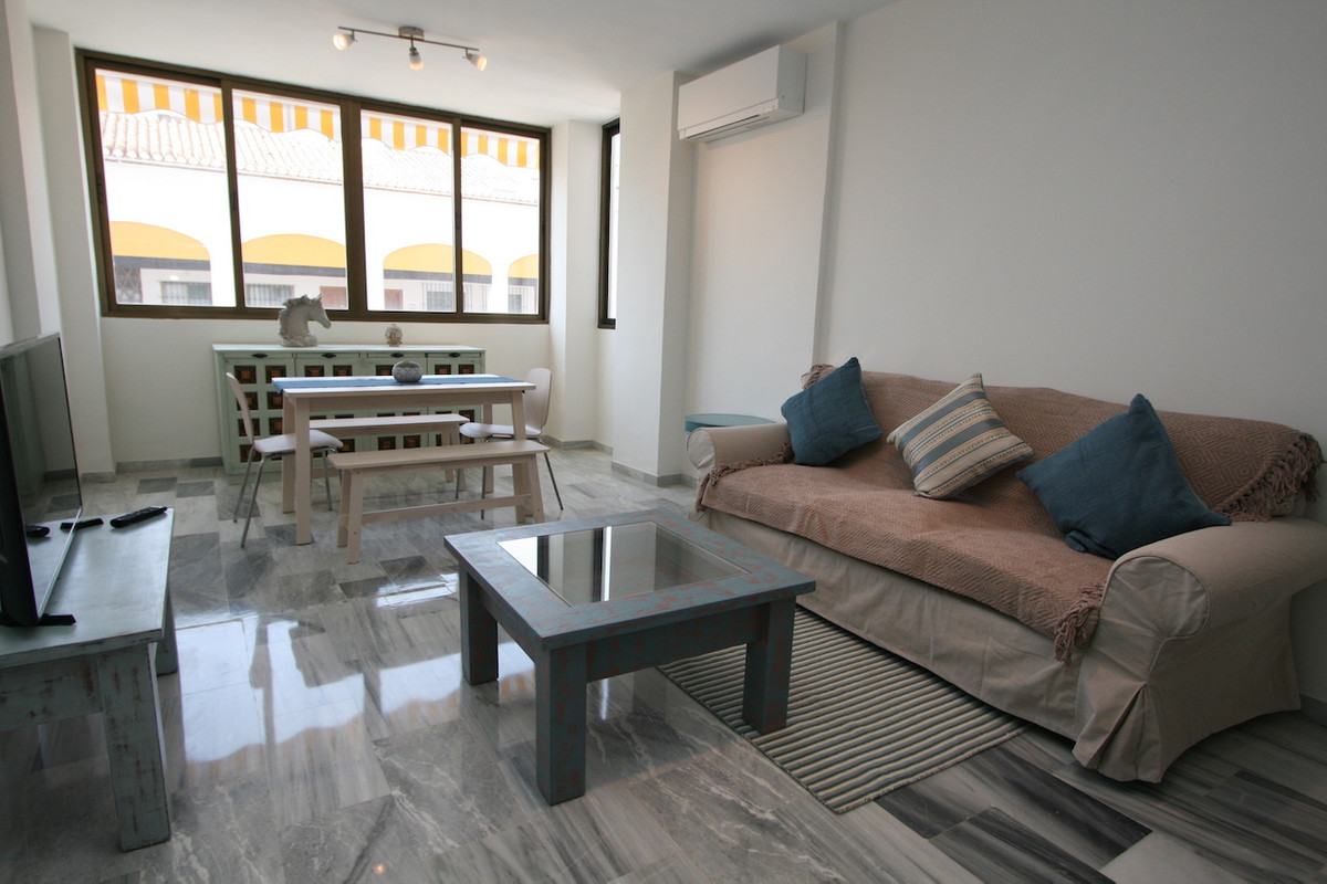 A beautiful two bedroom one bathroom apartment in the heart of Fuengirola town belonging to the famo,Spain