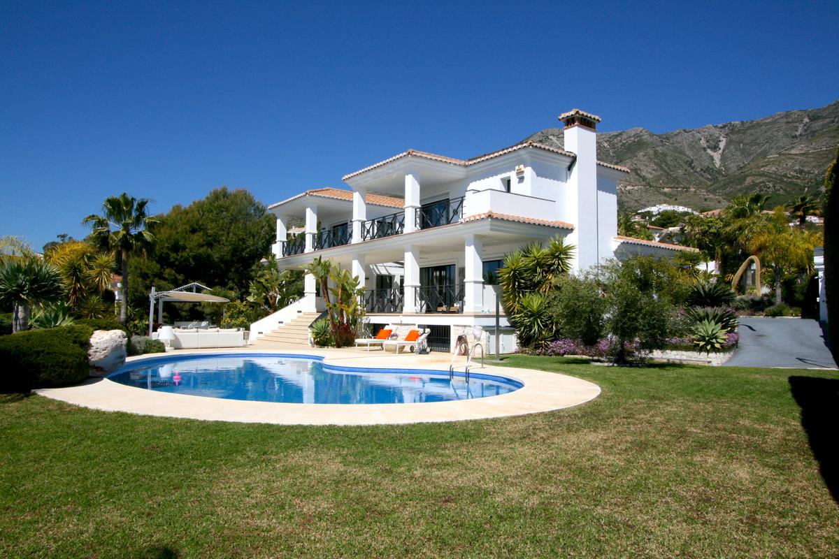 Villa 6 Dormitorios en Venta Valtocado