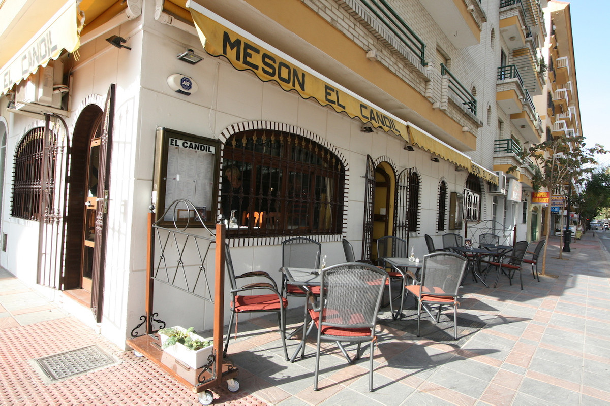 A very popular restaurant for sale!!! Great investment opportunity in Fuengirola, beachside, right o,Spain