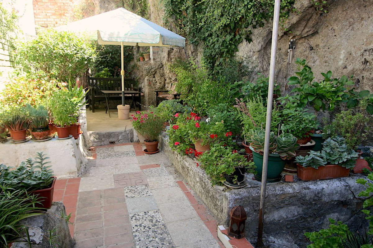 Spacious townhouse in the center of Alhaurin El Grande.  Very good location, within walking distance,Spain