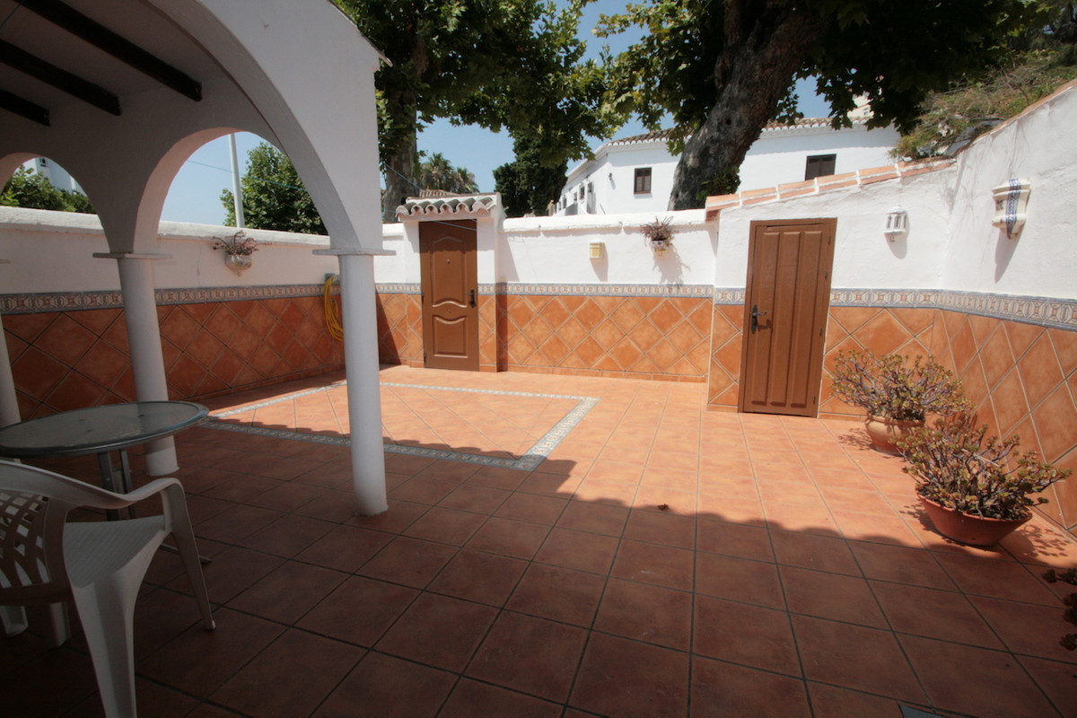 A stunning tonwhouse built on two storeys and with a huge private sunny terrace of 39 m2, located in,Spain