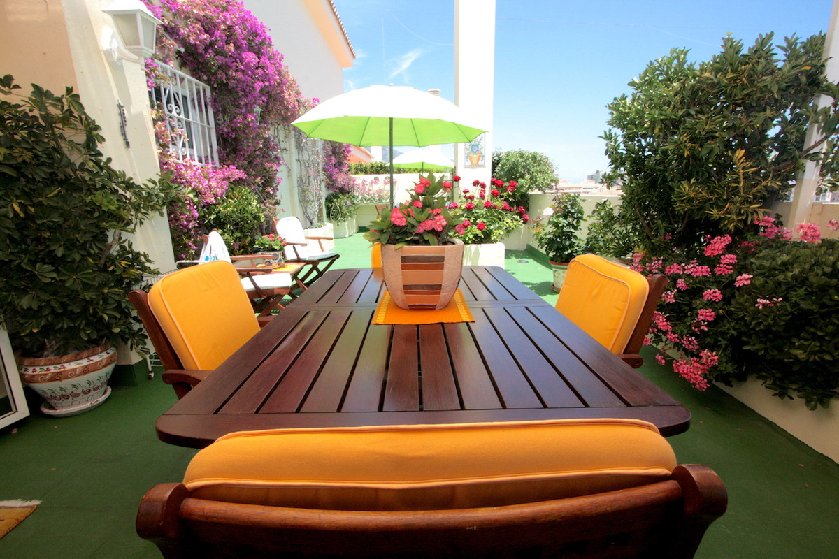 A charming apartment located in a well-kept urbanization gated. It offers three bedrooms, two bathro,Spain