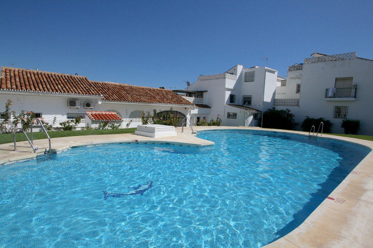 Excellent townhouse in a very good location of Mijas-Fuengirola with communal swimming pool. Walking, Spain
