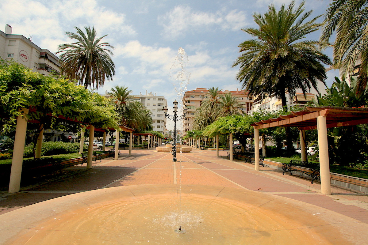 Great location. Apartment for sale in a building in the center of Fuengirola with communal swimming ,Spain