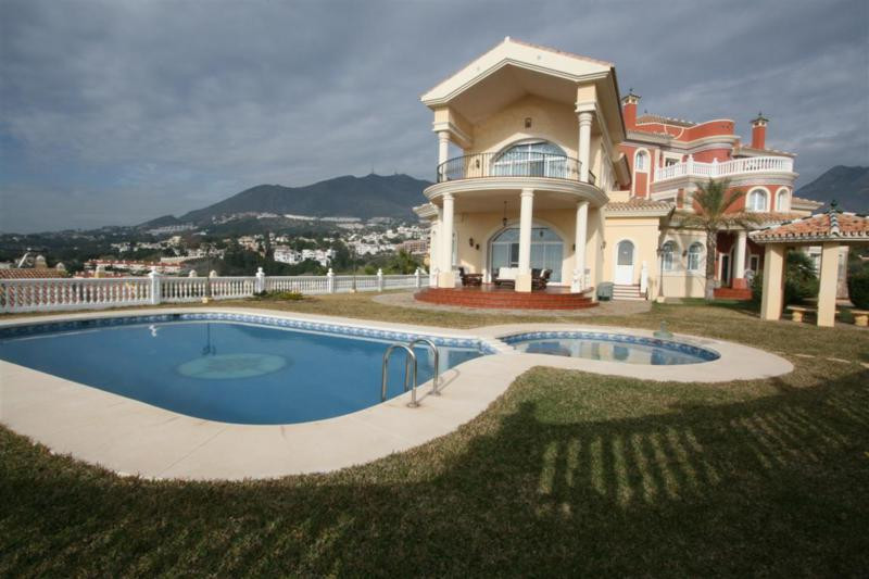 8 Bedroom Villa for sale Torrequebrada
