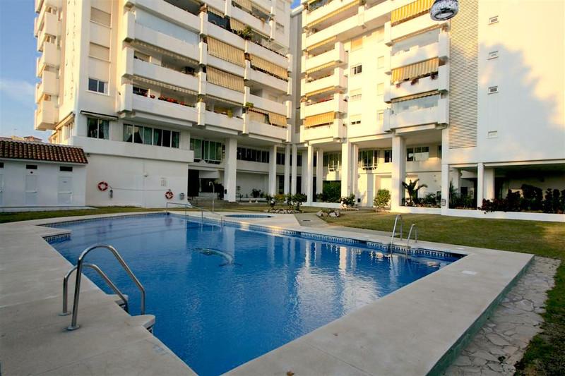 Marbella Banus Middle Floor Apartment a la venta, Fuengirola – R606837