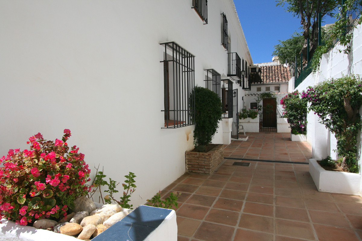 Nice corner townhouse for sale in the heart of Fuengirola with orientation south west. The property ,Spain