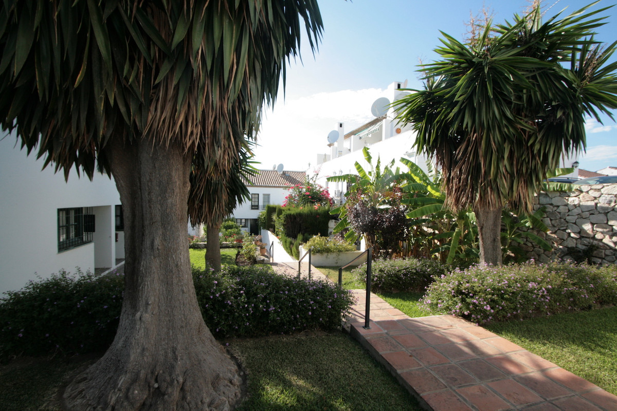 This charming townhouse is located in a lovely and very quiet private urbanisation in Mijas Golf, su, Spain