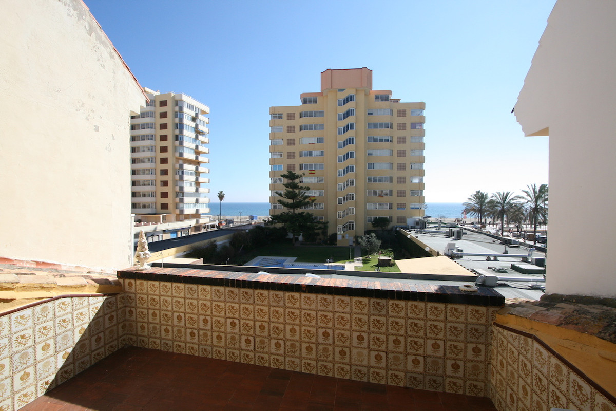 Magnificent townhouse in the heart of Fuengirola with views of the sea. There is 5 bedrooms and 2.5 ,Spain