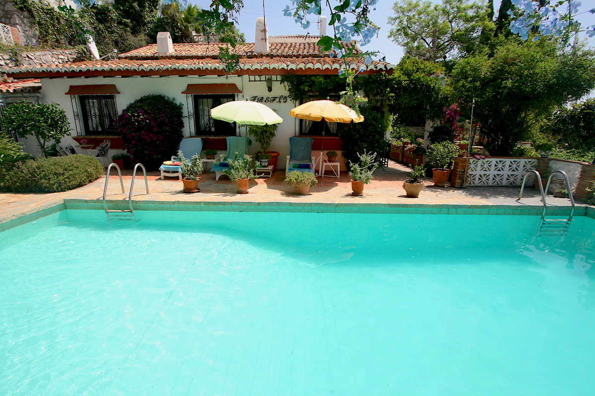 Very cosy country style house on a split level and with a nice private pool, very sunny south-west o, Spain