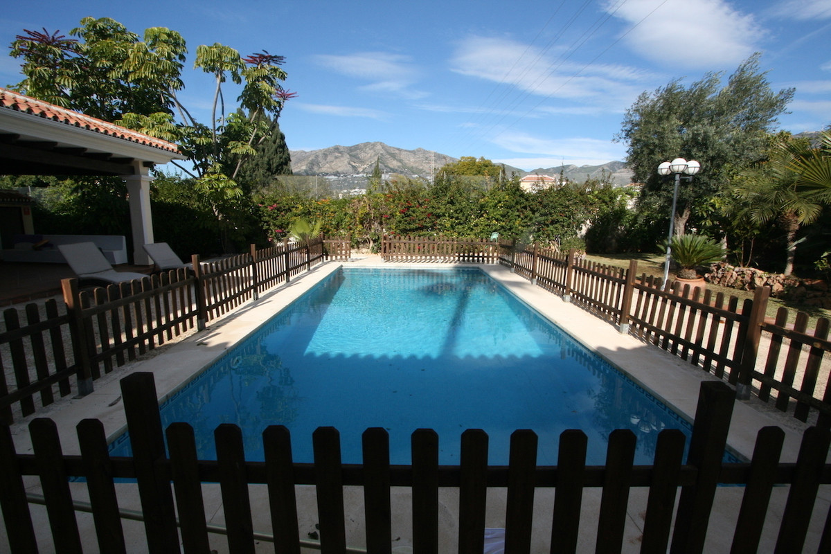 Elegant and modern villa in the city of Fuengirola. The property is very well located in a quiet urb, Spain