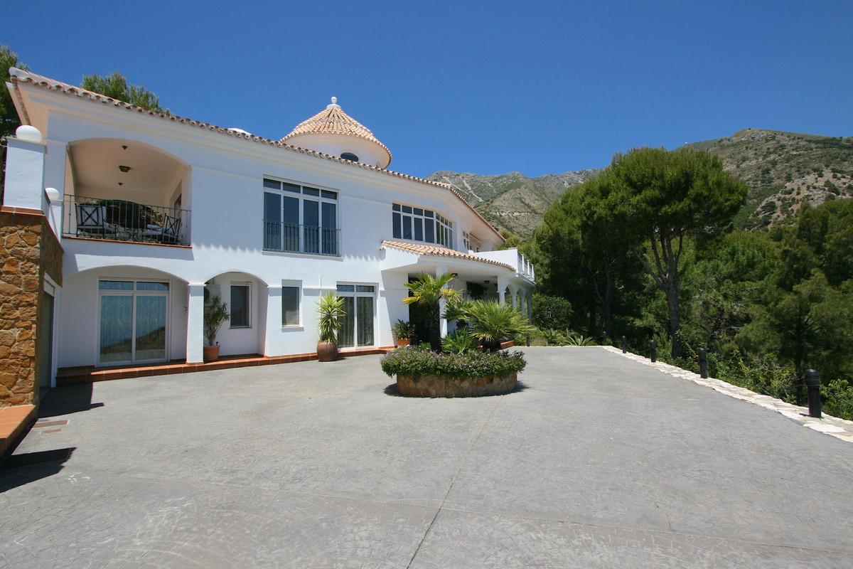 Villa 4 Dormitorios en Venta Valtocado