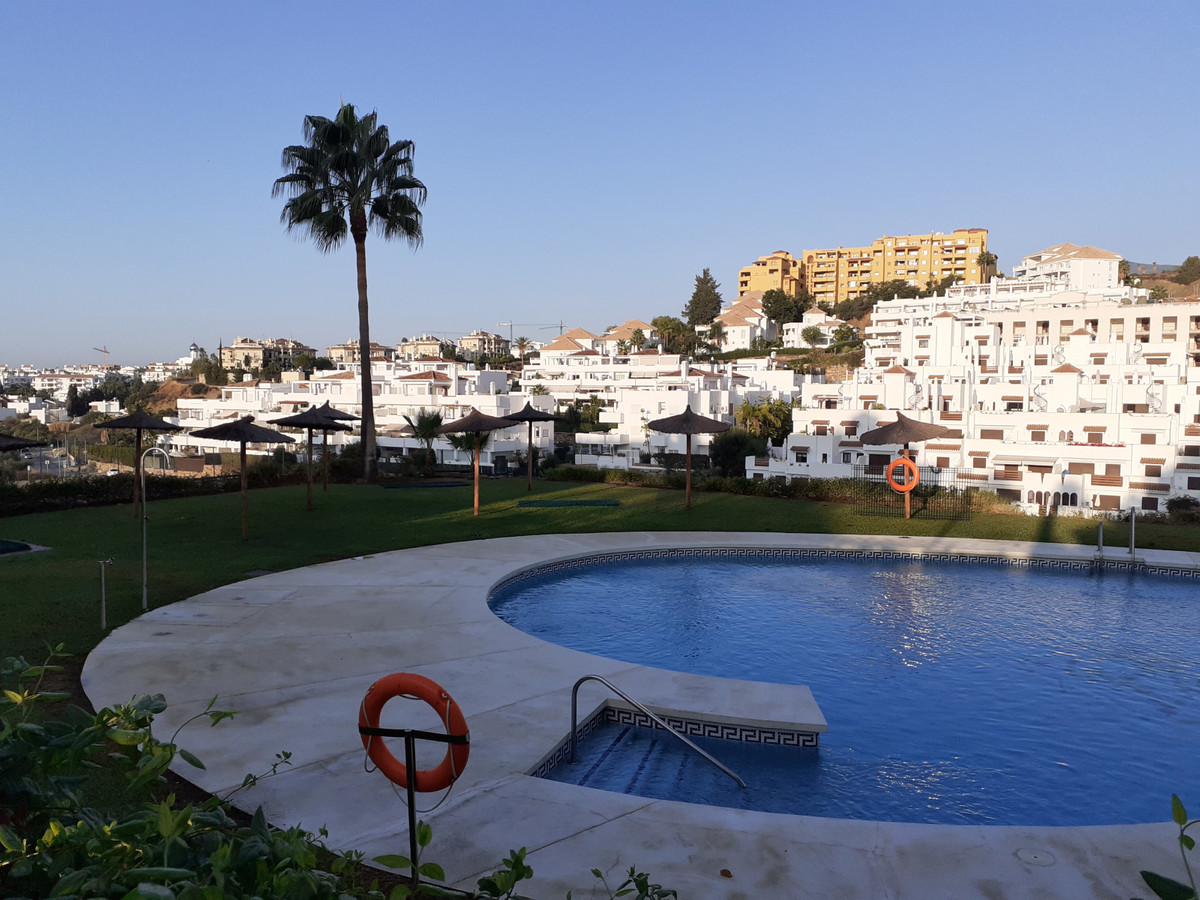 Ample and bright apartment located on the New Golden Mile of Estepona. This 2 bedroom apartment is N Spain