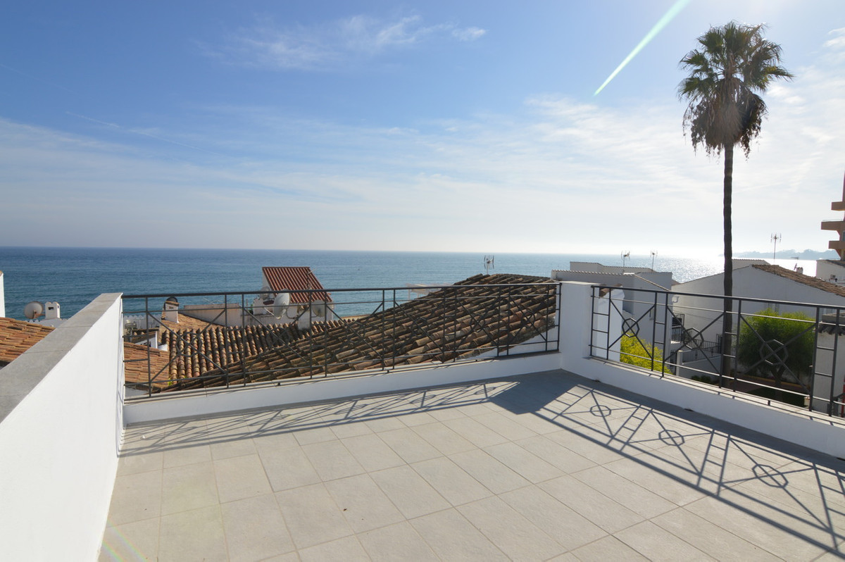 "Fully renovated townhouse located in a beach complex called ""El Pirata"". The location is f, Spain"