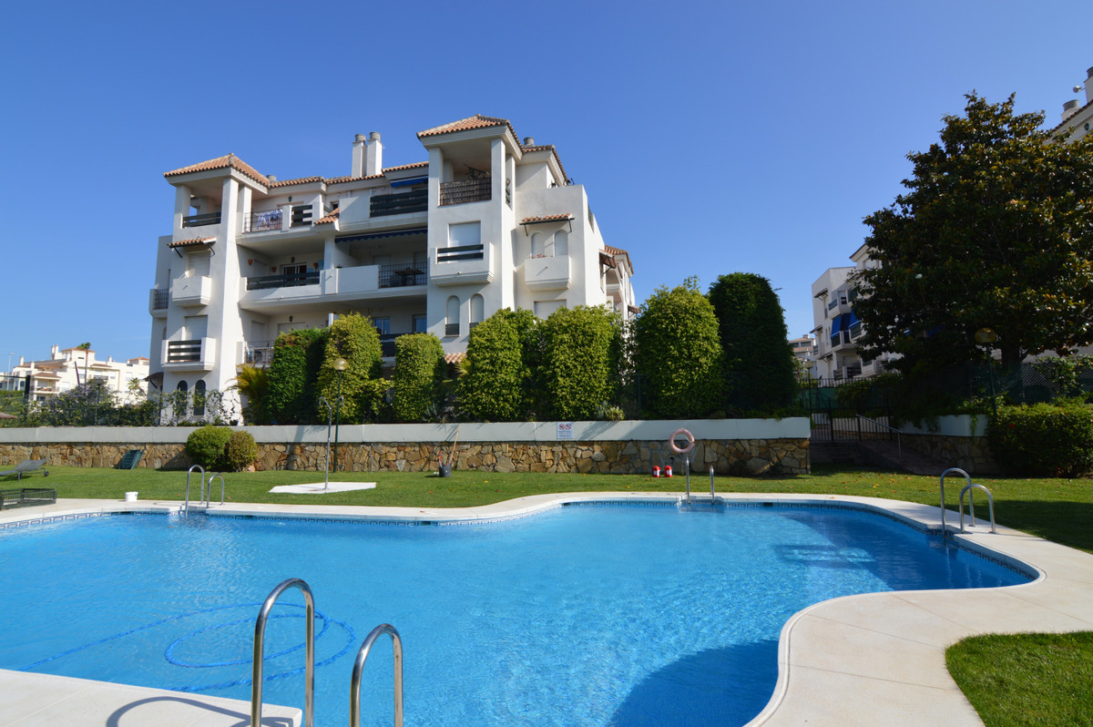 Marbella, Nueva Andalucia This is a fabulous and bright corner penthouse with 2 terraces allowing th, Spain