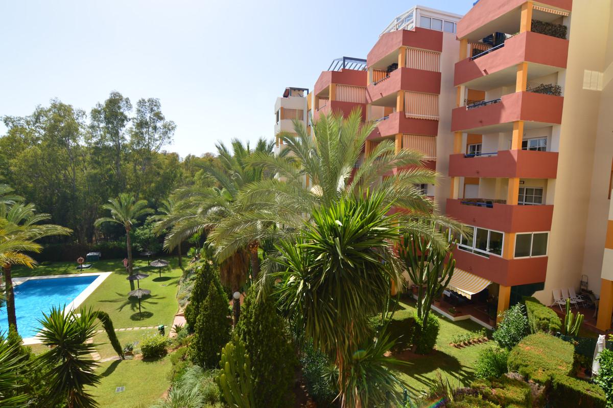 Marbella Banus Apartamento Planta Media en Venta en Atalaya – R3684884