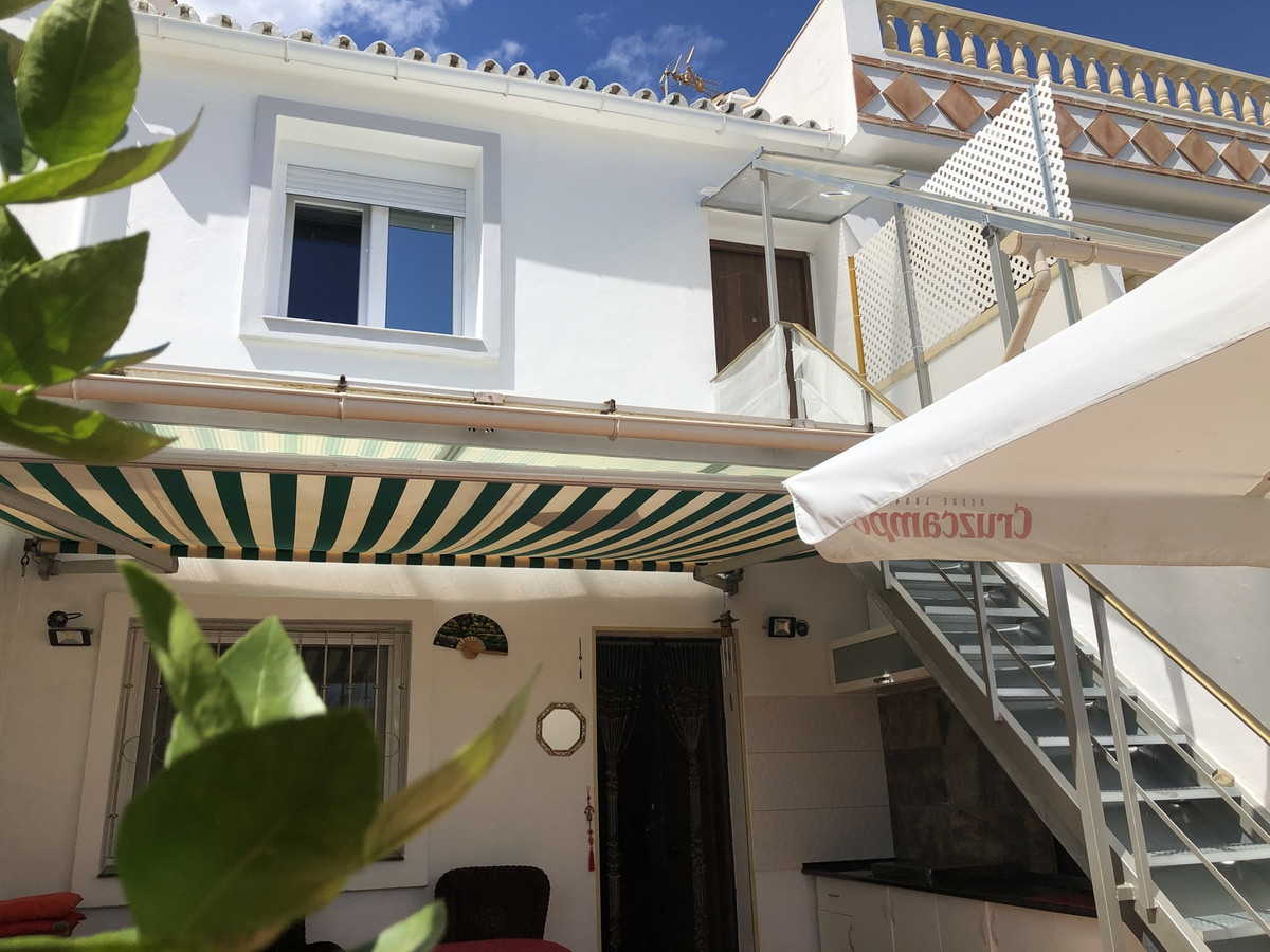 Townhouse for sale in Estepona R3442879