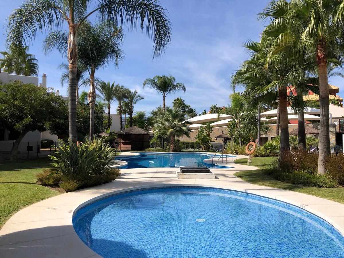 Marbella Banus Adosada en Venta en New Golden Mile – R3375124