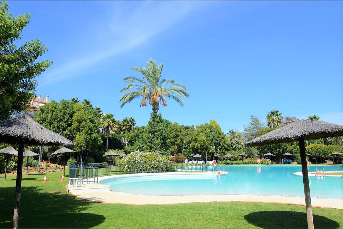 Marbella Banus Apartamento en Venta en Marbella – R3706121