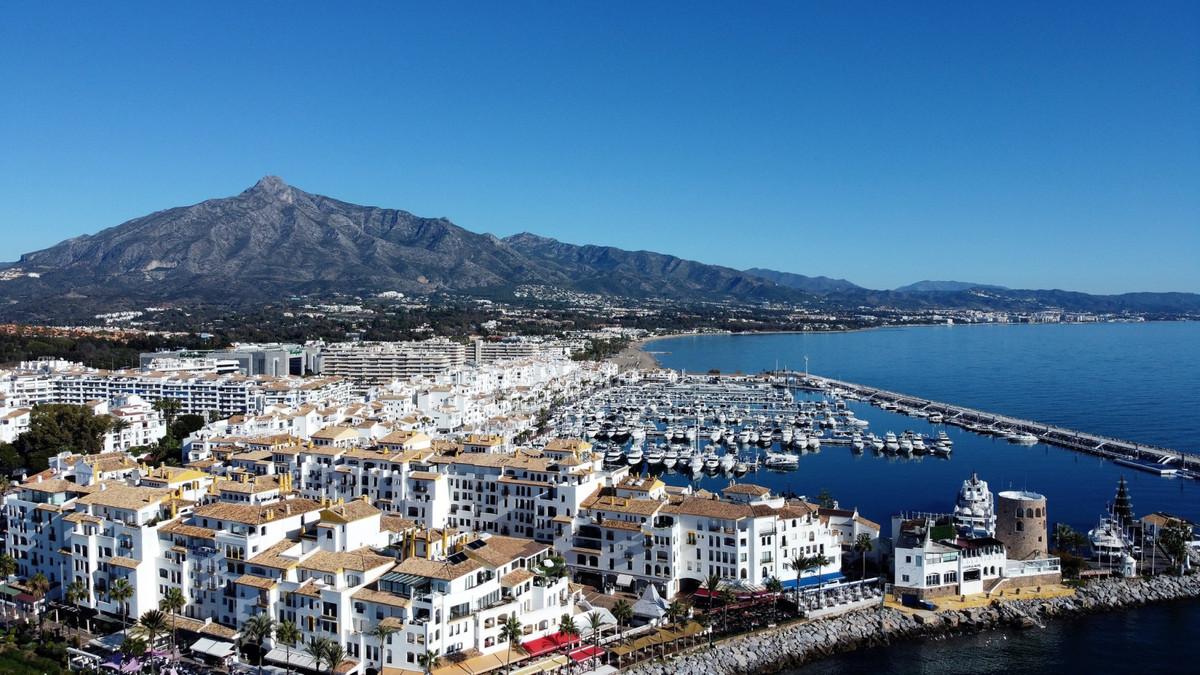 Marbella Banus Apartamento en Planta Última en venta en Puerto Banús – R3702713