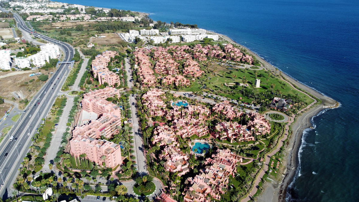 NEW GOLDEN MILE, ESTEPONA---Beach side (two minute on foot to the beach and the wonderful promenade ,Spain