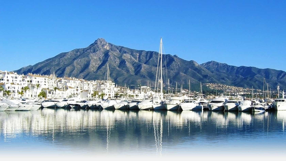 Puerto Banus, second line and only 30 meters away from the beach. Opportunity to purchase a large 2 ,Spain