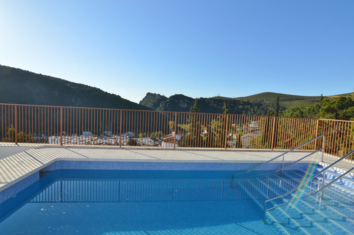 Benahavis, bargain..REDUCED from 289000 ...Brand new  and ready to move-in apartment in a new buildi, Spain
