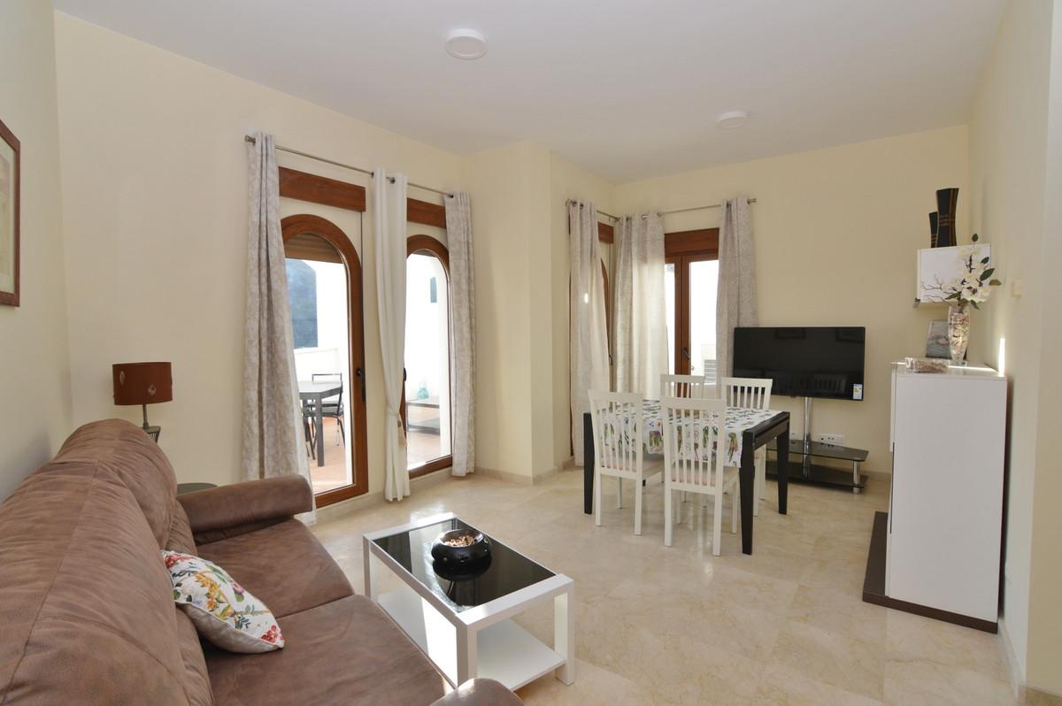 R3395656   Middle Floor Apartment in Benahavís – € 249,000 – 3 beds, 2 baths