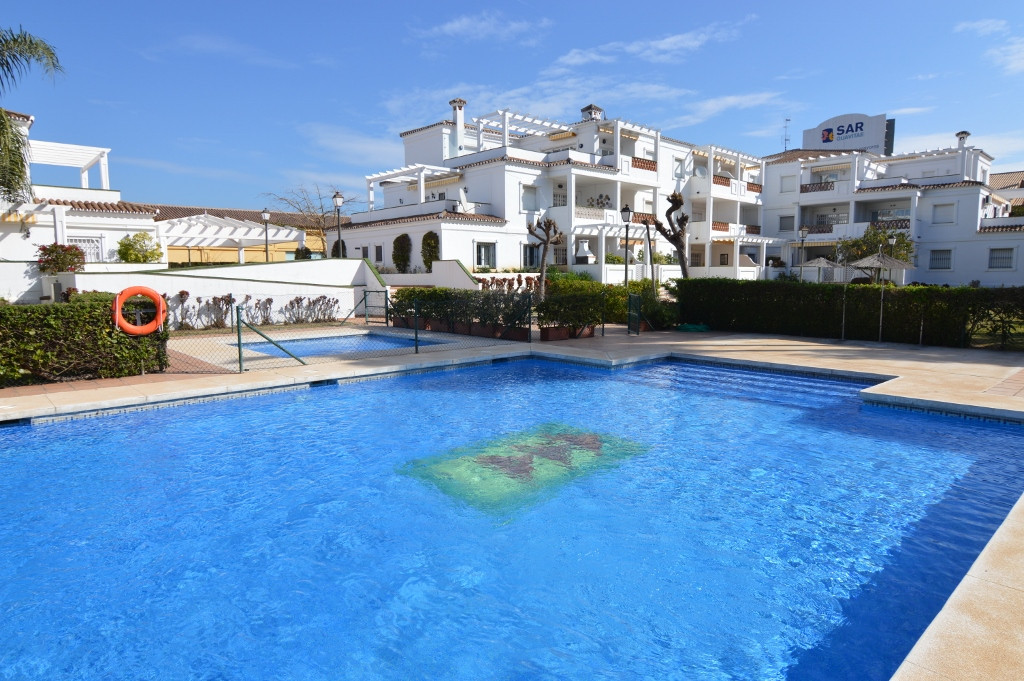 Ground Floor Apartment for sale in Nueva Andalucía R2757041