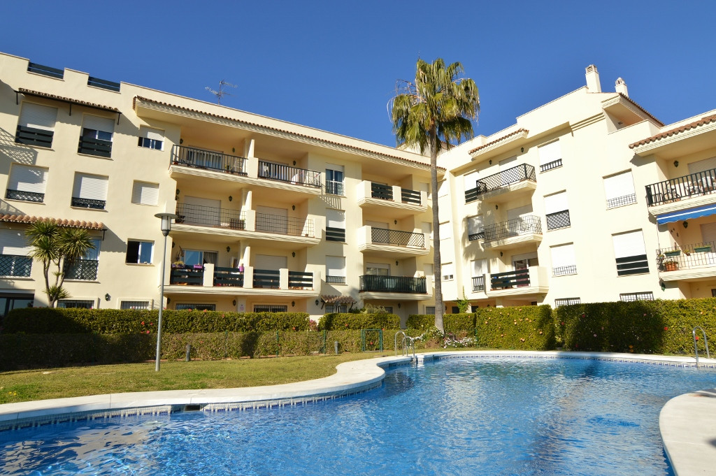 Nueva Andalucia/Banus, a great price for this cozy top floor  apartment located within walking dista, Spain