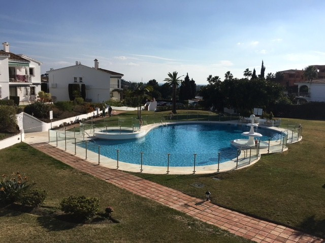 100% Finance available when you buy this property!. Located in the New Golden Mile in Estepona. Grea,Spain