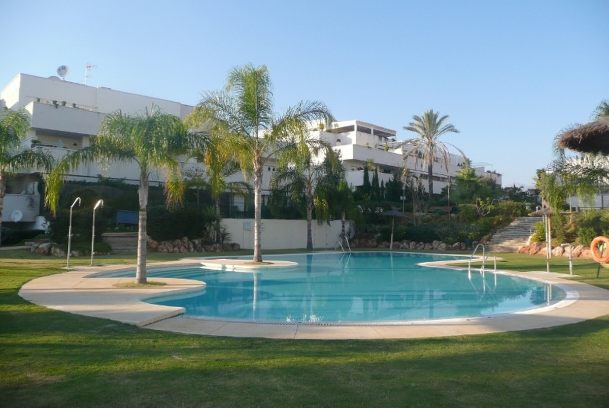 Nice and spacious 3 bedroom apartmetn with an open concept kitchen. The apartment has been refurbish,Spain