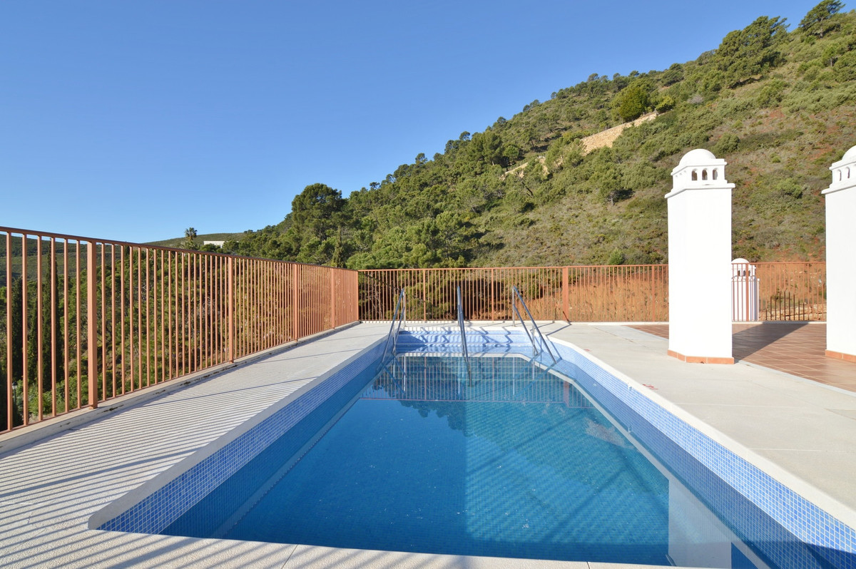 Benahavis, Brand new  and ready to move-in penthouse in a new building in the picturesque town of Be,Spain