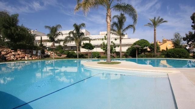 Lovely 3 bedroom corner apartment  located in a complex close to Puerto Banus. The community offers ,Spain