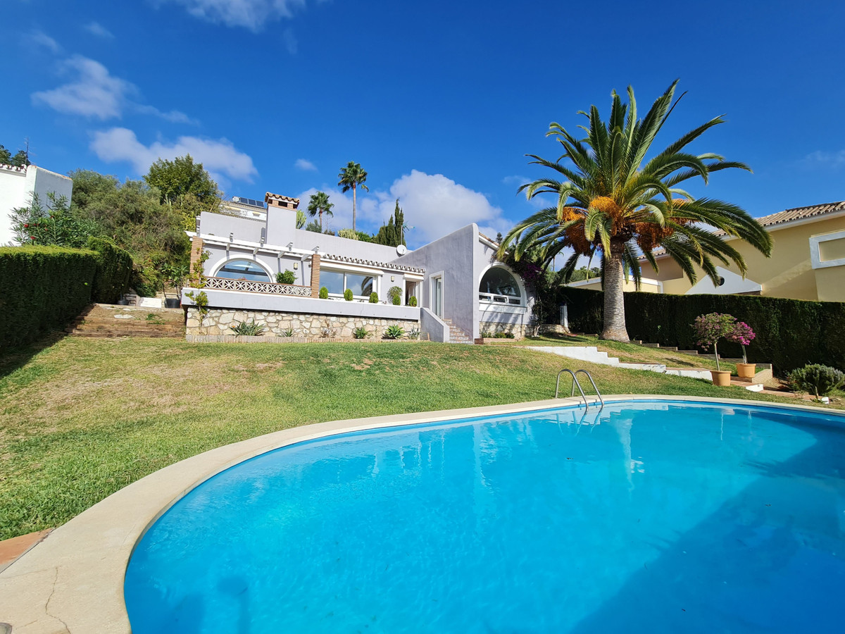 MagniMagnificent independent Villa with pool, bungalow type at an unbeatable price, Completely renov,Spain