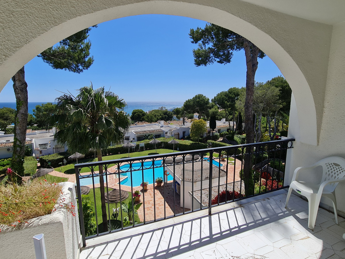Very nice sea views from the nice large terrace. Which indicates the short distance to the beach. To,Spain
