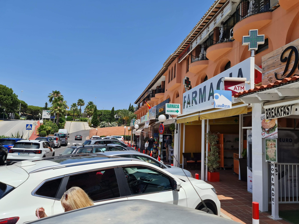 2 Bedroom Commercial for sale Calahonda