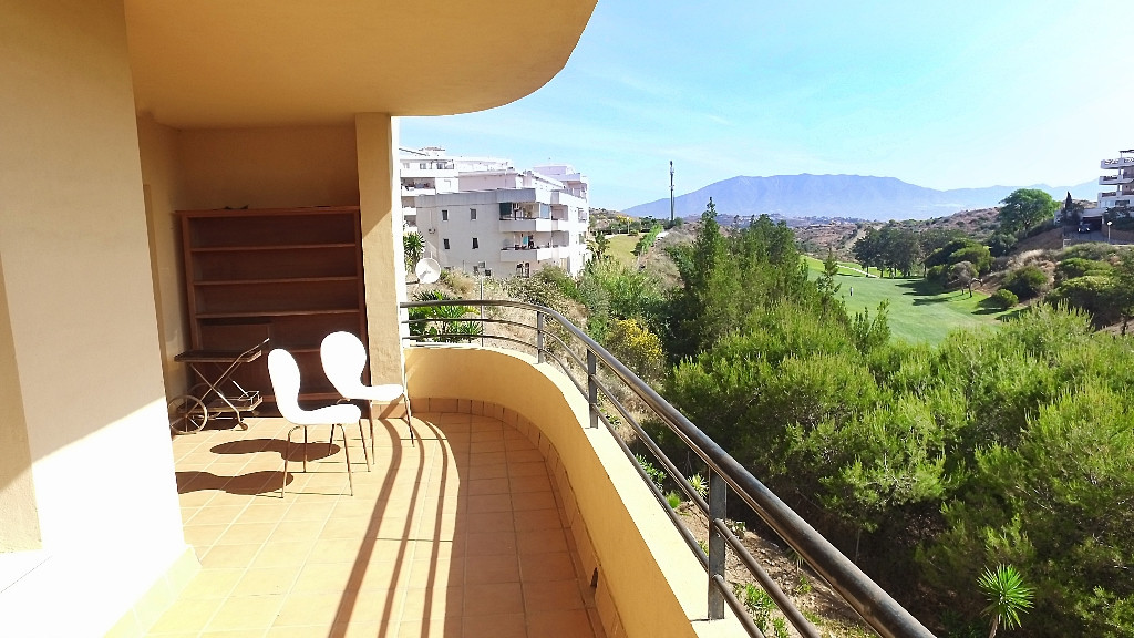 Opportunity! Frontline golf apartment for sale in Upper Riviera equipped with 2 bedrooms and 2 bathr, Spain