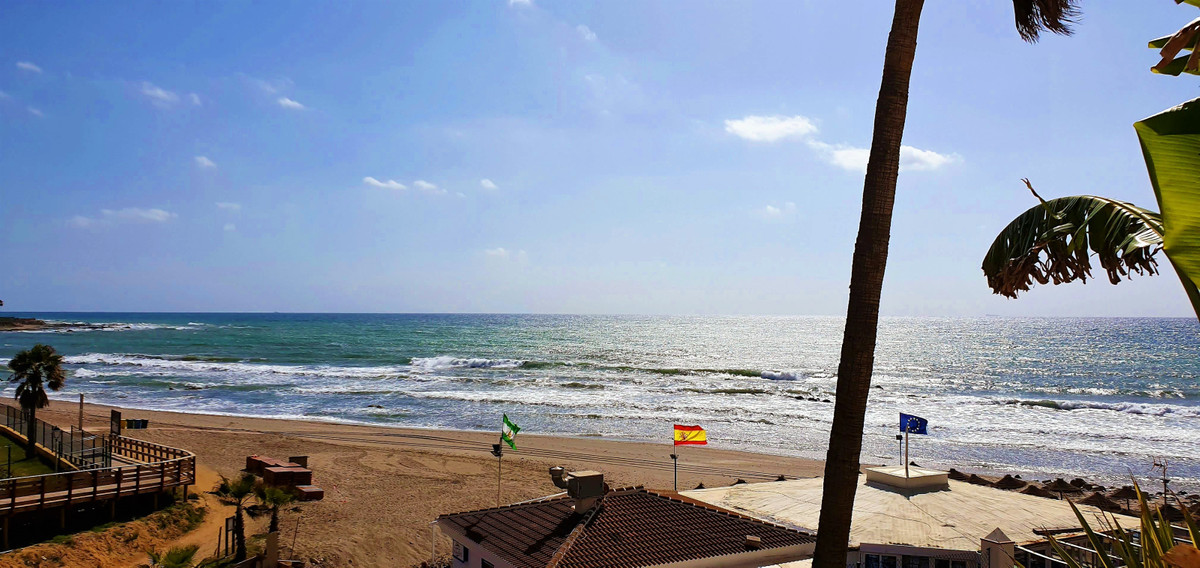 Ground floor two bedrooms in the beach area of Calahonda, fantastic sea from its more than nice terr, Spain