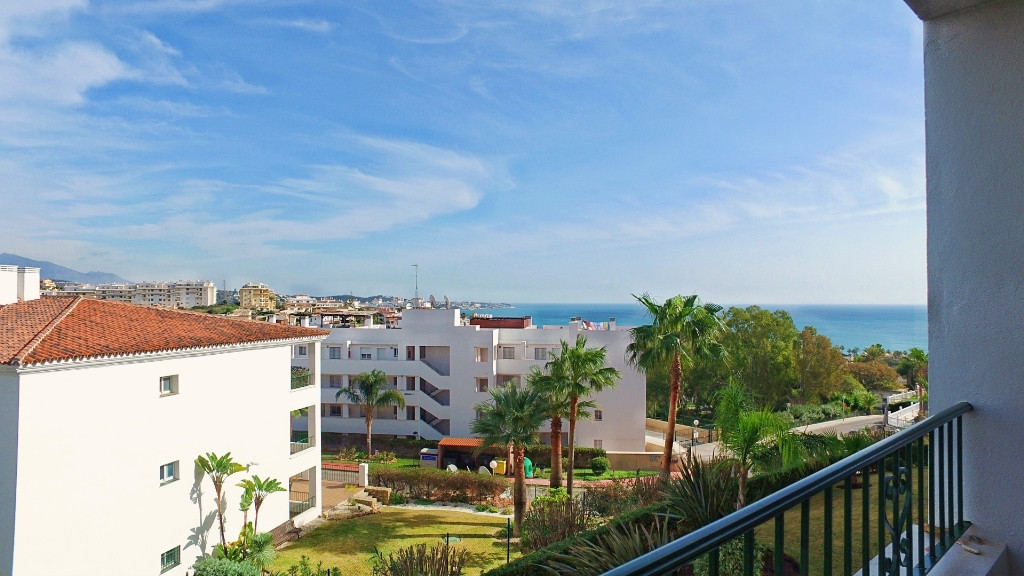 Located in Miraflores, ten minutes walk to the beach, in a complex with magnificent gardens and swim,Spain