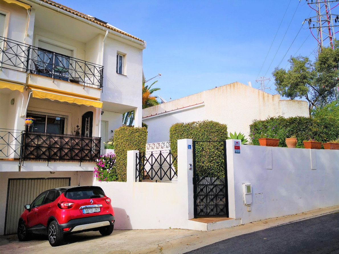 This 5 bedroom townhouse is ideal for a growing family looking for private property on the Costa del, Spain