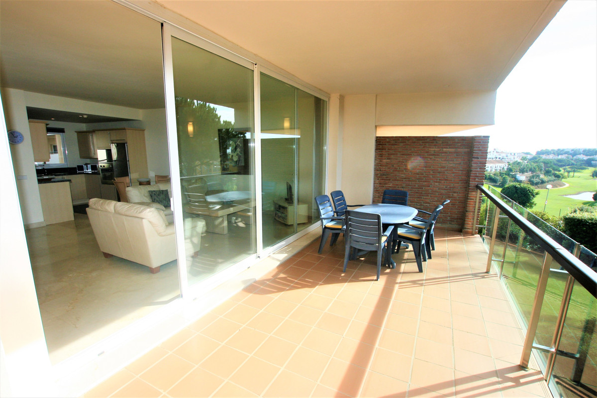For Golf Lovers, located 100 meters from the Miraflores Golf course and the clubhouse. Spacious loun,Spain