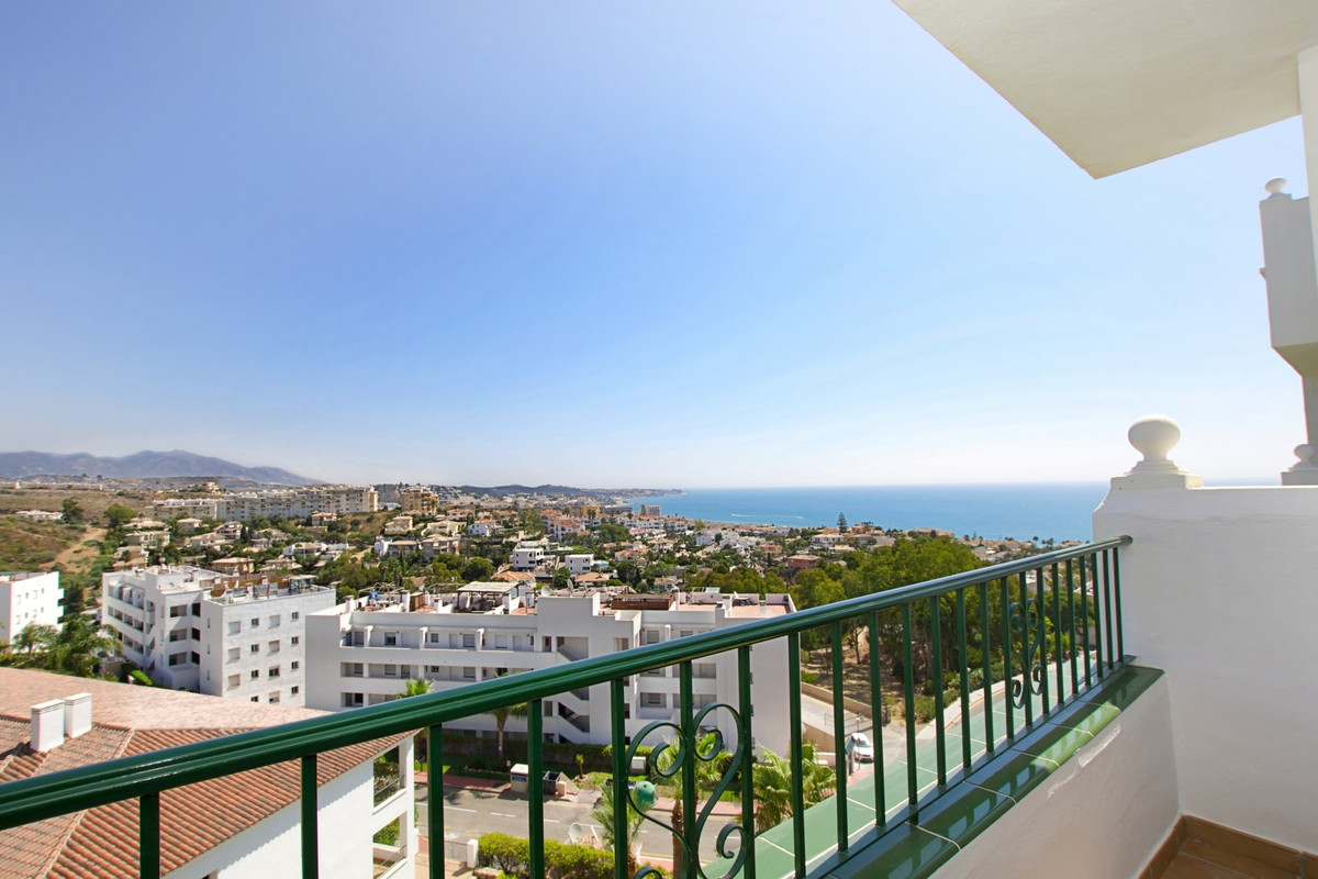 Panoramic sea views, spacious apartment located in one of the best complexes of Miraflores, within w,Spain