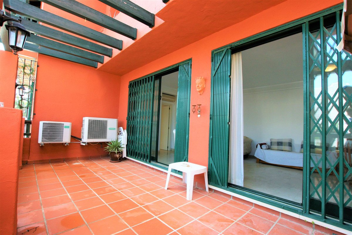 Lovely two bedroom, two bathroom south facing apartment located upper Calahonda just up the road fro, Spain