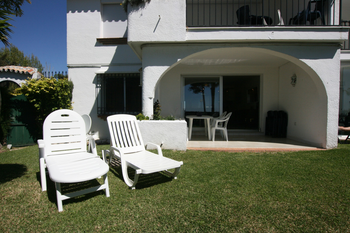 Located in Miraflores, Mijas Costa near all amenities, transport and beach, a good sized 2 bed/2 bat, Spain
